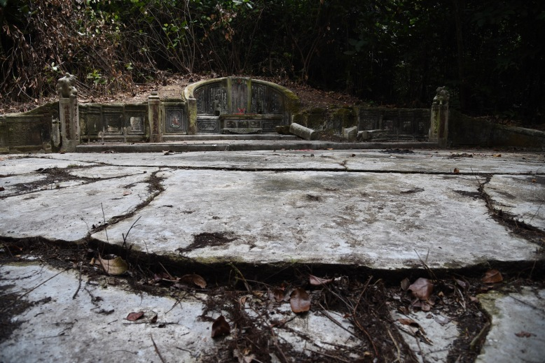 4. Appreciating the Size of Seah Eu Chin's Tomb